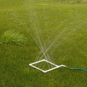 Самодельный садовый распылитель для полива фото 01
