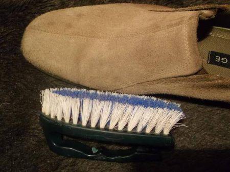 Как почистить замшевую обувь фото 03.