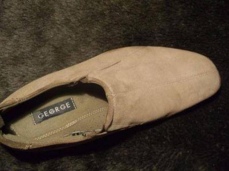 Ну вот, как почистить замшевую обувь, вы теперь знаете.  После чистки обязательно пользуйтесь защитными...